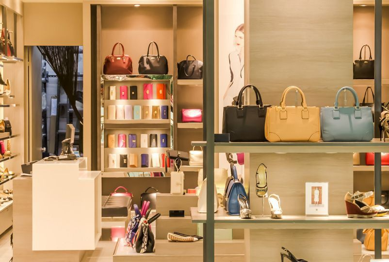 Thiết kế shop túi xách đẹp gây ấn tượng mạnh với khách hàng